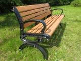 В продаже садовые лавочки с литыми боковинами и сиденьями из ДПК